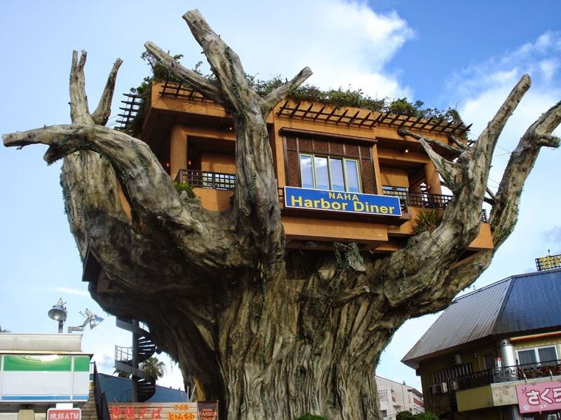 12-Naha-harbor-Treehouse-Diner-Okinawa-Japan